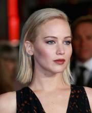 celebrities with short blonde