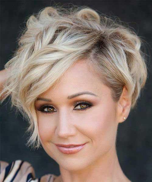 Wavy Short Blonde Hairstyle