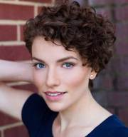 curly short hairstyles absolutely