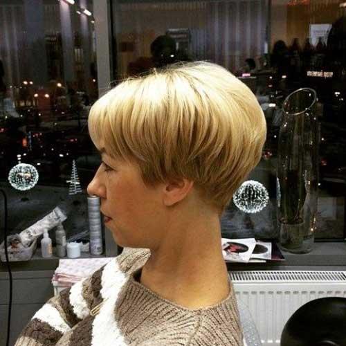 16. Short Wedge Hair Woman