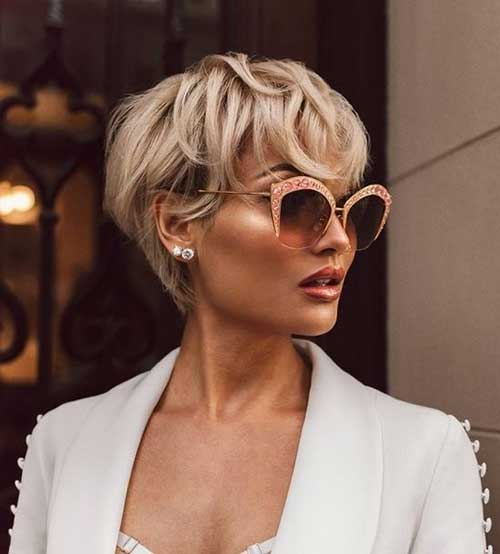 Best Short Wedge Haircuts for Chic Women