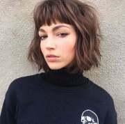pretty short wavy hair