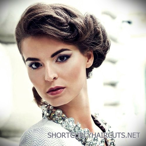 curly-short-hairstyles-square-faces-24