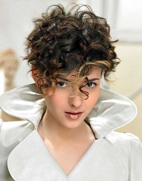 What's Unique About Girls with Curly Hair?