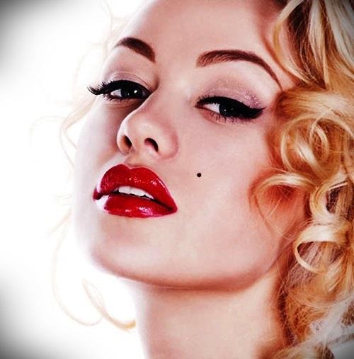 short-blonde-curly-hair-11