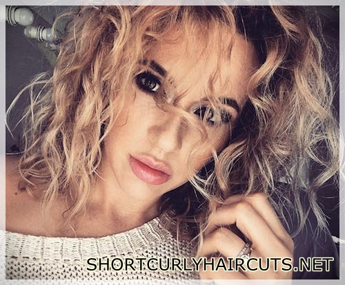 best-hairstyle-with-curls-5