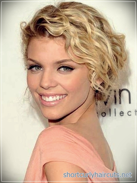 Look Absolutely Different by Trying Out The Curly Short Hairstyles Women 2018 - curly short hairstyles women 2018 12