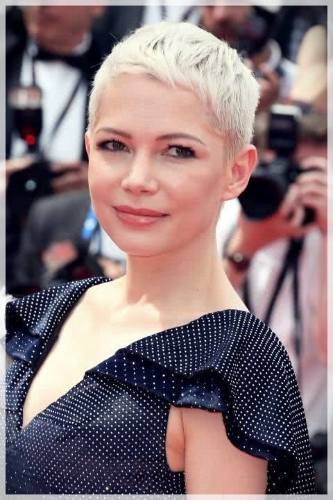 Haircuts for Round Face 2019: photos and ideas - Haircuts for Round Face 2019 3