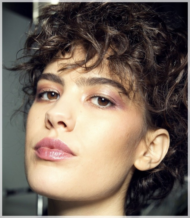 Curly Hair 2019: long and short cuts, the best hairstyles - curly hair 2019 13
