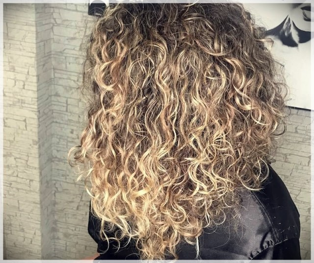 Curly Hair 2019: long and short cuts, the best hairstyles - curly hair 2019 8