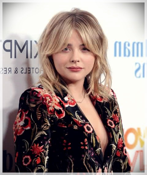 Haircuts with bangs 2019: photos and trends - Haircuts with bangs 2019 12