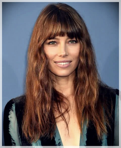 Haircuts with bangs 2019: photos and trends - Haircuts with bangs 2019 16