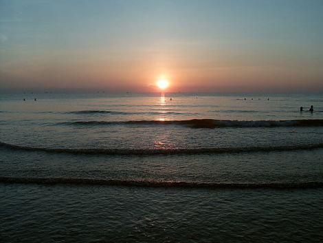 640px-Sun_rise_at_CuaLo