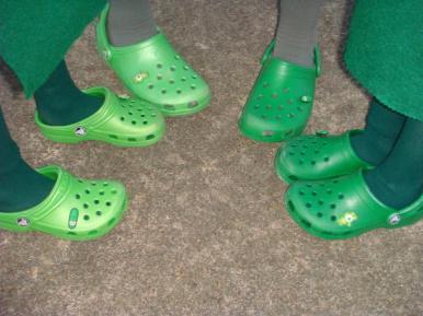 grandma-o-gedney-wore-2-different-colored-crocs