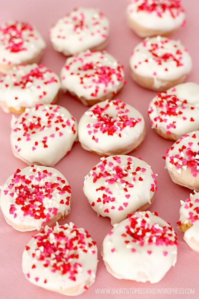 mini valentines donuts
