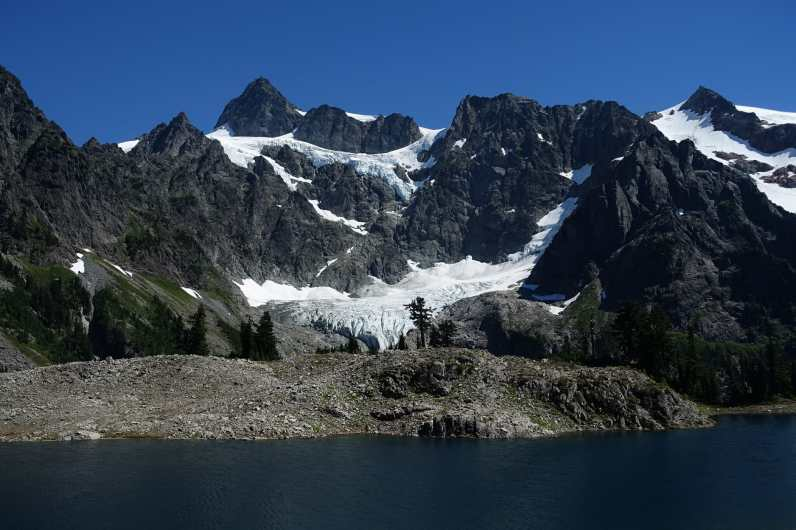 Lake Ann and Mount Shuksan