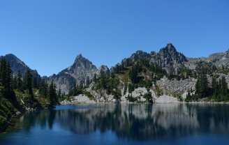 Gem Lake and mountains