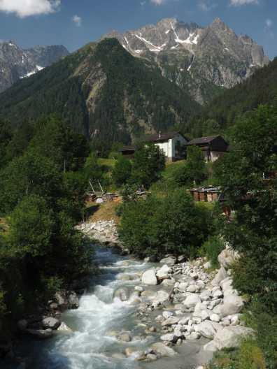 La Dranse and village