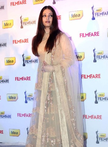 ash at 58th filmfare nominations-showbizbites