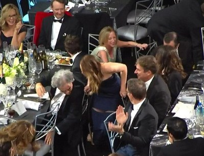 jennifer lawrence malfunction-sags-showbizbites-01