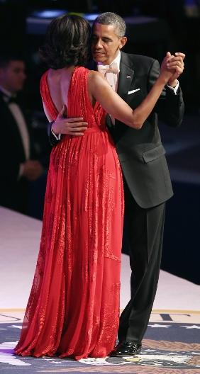 michele & obama at inauguaration-showbizbites