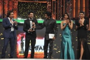 Stars Sizzle at 58th Idea Filmfare Awards – Pictures & Winners List