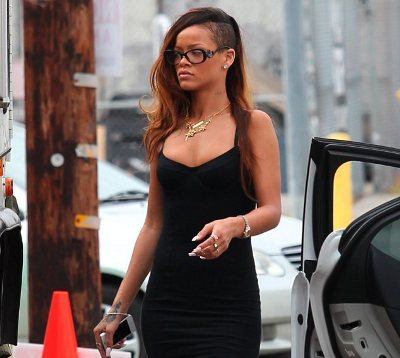 rihanna's black tiny dress-showbizbites-01