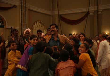 Ajay Devgn with the kids in Bum Pe Laat-Showbizbites-01