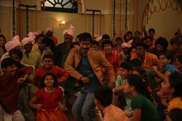 Ajay Devgn with the kids in Bum Pe Laat-Showbizbites