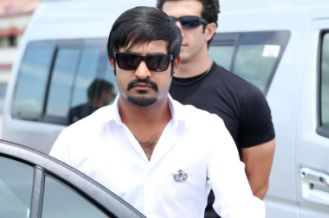 ntr in action in baadshah-showbizbites