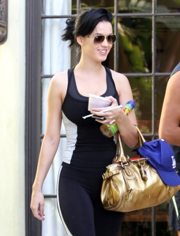 katy in workout outfit-showbizbites