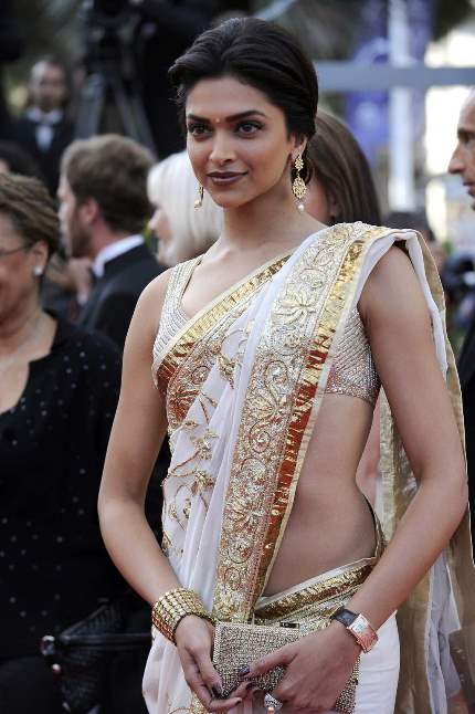 deepika in saree-showbizbites