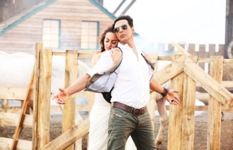 Akshay Kumar & Sonakshi Sinha @ song Har Kisi Ko Nahi Milta from BOSS 2 Movie Stills