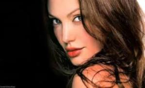 Angelina Jolie to Celebrate Thanksgiving Day 2013 in Australia with Kids
