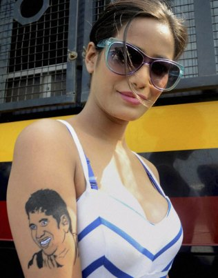 poonam with sachin tattoo-showbizbites