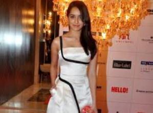 Shraddah Kapoor Bags Her First Award for Aashiqui 2