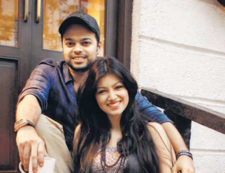 Ayesha-Takia-with Hubby-showbizbites