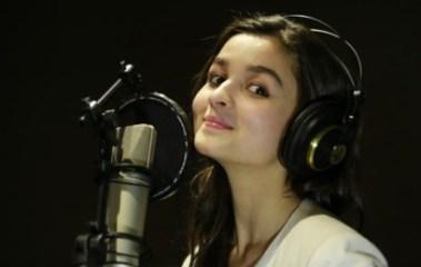 alia bhatt to sing for highway-showbizbites-02
