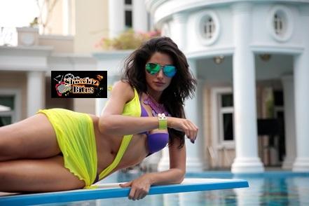 Nargis Fakhri in Bikini in Main Tera Hero-showbizbites-01