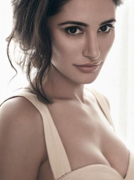 nargis fakhri-hot-showbizbites-01