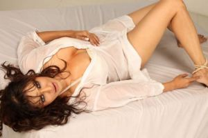 Photos: Poonam Jhawar Drops Clothes to Let You Feel the Real Heat