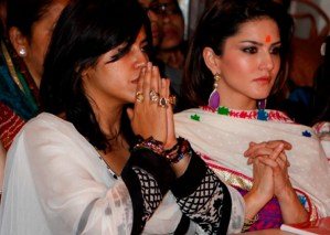 Sunny Leone and Ekta Kapoor on Comedy Nights with Kapil to Promote Ragini MMS 2