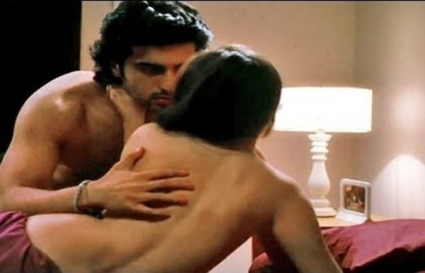 2 states hot scene-showbizbites-05