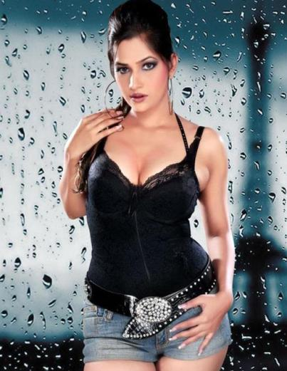 tanisha singh hot-showbizbites-01