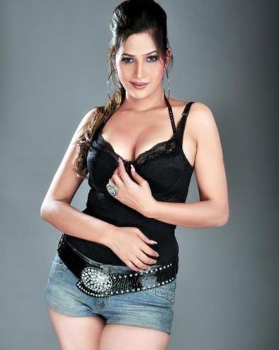 tanisha singh hot-showbizbites-03