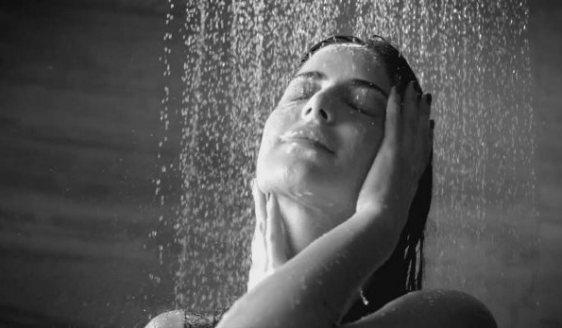 katrina's Johnson Bathroom Ad-showbizbites-06