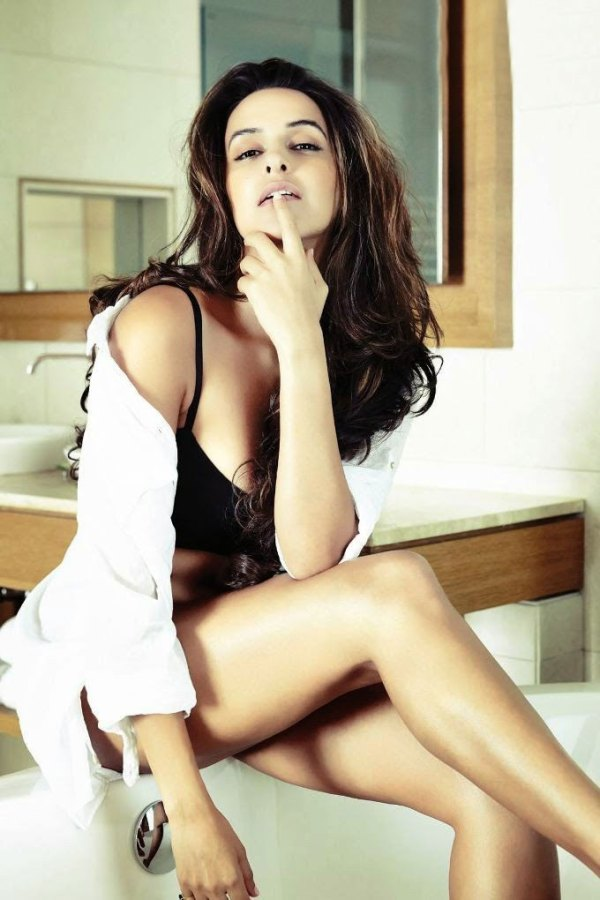 neha dhupia-hot-showbizbites-02