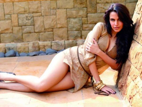 neha dhupia-hot-showbizbites-04