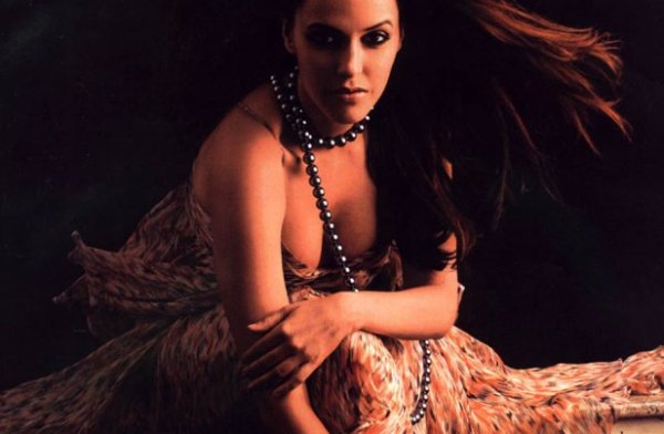 neha dhupia-hot-showbizbites-07