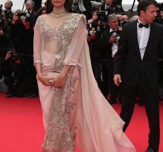 sonam kapoor at Cannes-showbizbites-07